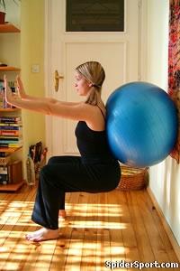 Wie man mit einem Gymnastikball Quadrizeps erarbeiten