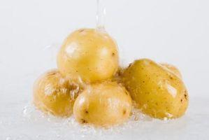 Gewusst wie: Frühe Kartoffeln schälen