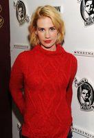 Was mit einem roten Pullover Jeans gehen?