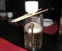 Wie man einen Sake Bomb Cocktail