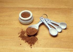Wie man Schokolade Soße über Kekse zu machen
