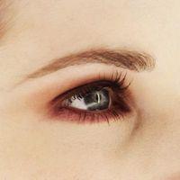 Wie Sie Ihre Augenbrauen mit einem Bleistift Bogen