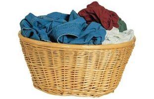 Entfernen von Farben, die in der Wäsche lief