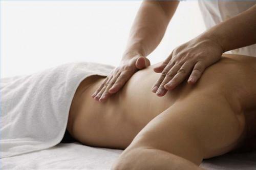 Wie behandeln Sie den unteren Rücken mit Lomi Lomi Massage
