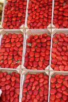 Wie sauber und Erdbeeren Einfrieren