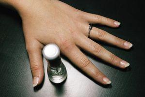 Zum Betrieb einer Maschine elektrische Nagelfeile