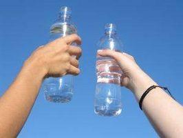 Wie man sich eine Flasche Wasser Auftauen
