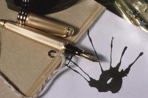 Wie man ein Ink-Fleck aus der Canvas-Leder-Tasche