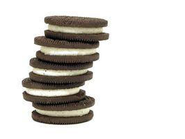Wie Sie Cookies in einem Geschenkkorb statt