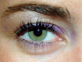 Pflege von falschen Wimpern