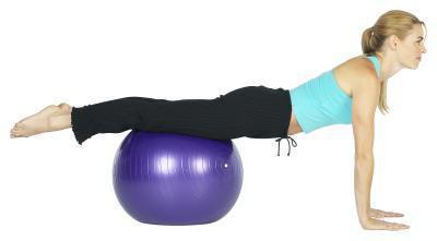 Wie man einen gesunden Körper in fünf Schritten mit Pilates Ball Übungen