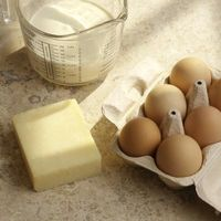 Wie man Butter auf Raumtemperatur kommen
