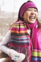 Wie man einen Schal für einen Mantel