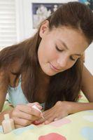 Wie man Fingernägel, chemische schneller gemalt