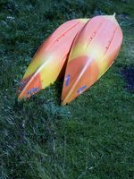 Hausgemachte Holz-Rack für ein Kanu