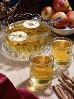 Erfrischungen zu dienen mit warmem Apfelwein