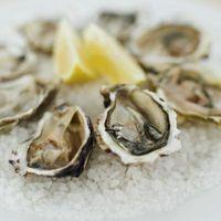 Wie Oyster Stew mit Dosen Austern machen