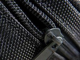 Wie ein Reißverschluss-Schieber neu installiert, die zieht aus