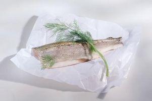 Wie man Saison leckere gebackene Fische