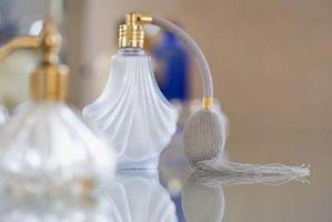 Wie man Parfüm von Fading zu halten