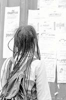 Gewusst wie: Binden Sie die Enden der afrikanischen Umflechtung