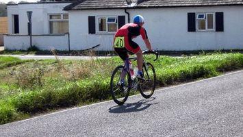 Wie man ein Spin-Bike wie ein Rennrad Fahren