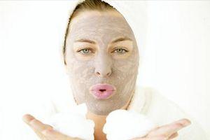 Wie man ein Naturprodukt für Gesichtsbehandlungen