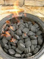 Wie man BBQ mit Holzkohle